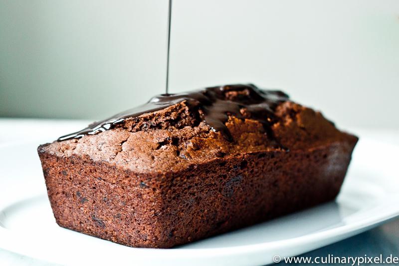 leckere Schokoglasur - Rotweinkuchen mit Schokolade