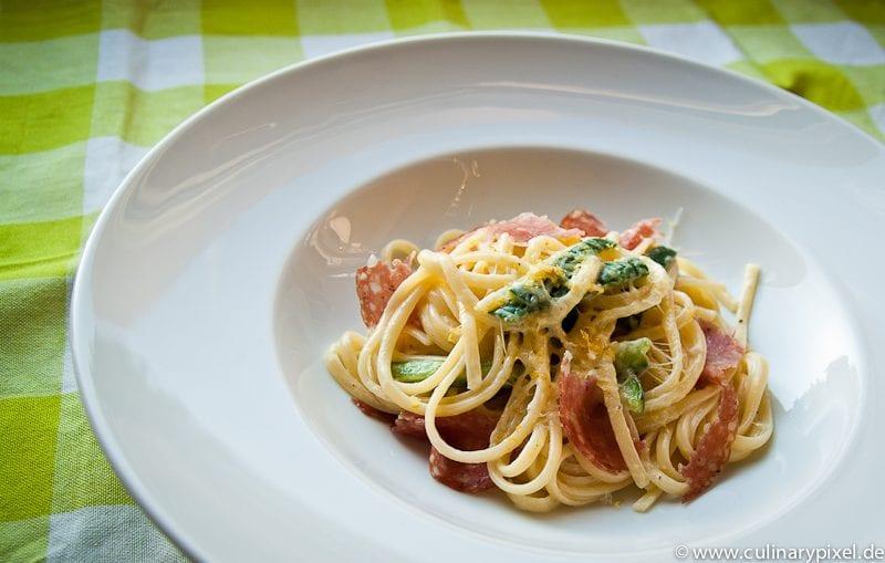 Schnelle Pasta mit Zucchini-Zitronen-Käse-Soße