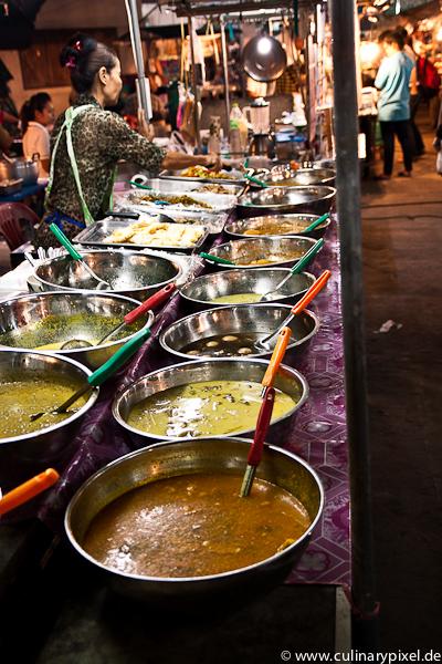 Currys auf demThong Sala Night Market, Koh Phangan, Thailand