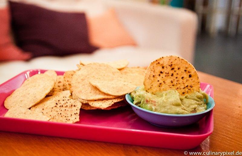 Tortilla Chips & Guacamole - Condesa Gourmet Tacos & Burritos München