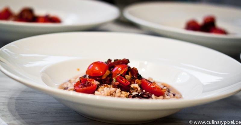 Radiccio, Peccorino, Tomaten und Chorizo im Risotto