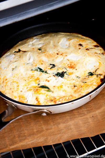 goldgelbe Frittata mit Spinat & Chorizo