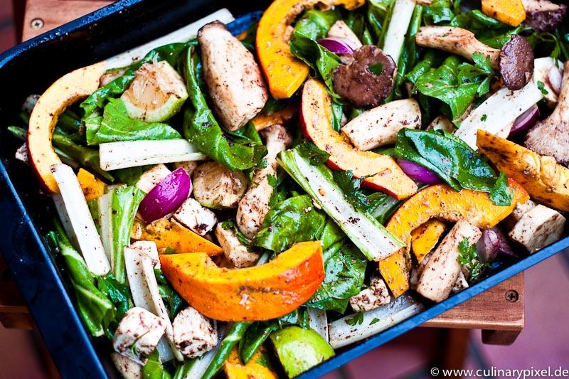 Herbst im Ofen mit Griechenland: Kürbis, Mangold, Kräuterseitlinge, Feta