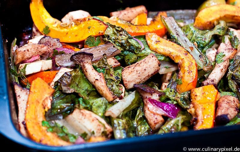 Mangold, Kürbis und Pilze aus dem Ofen