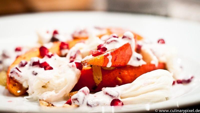 Kürbis mit Sauerrahm, Granatapfel und Mozzarella