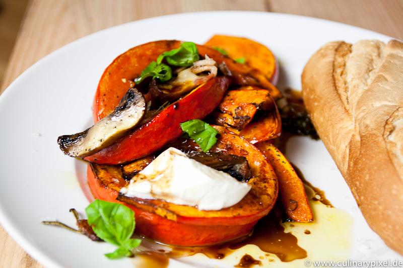 Kürbis und Pilze mit Mozzarella