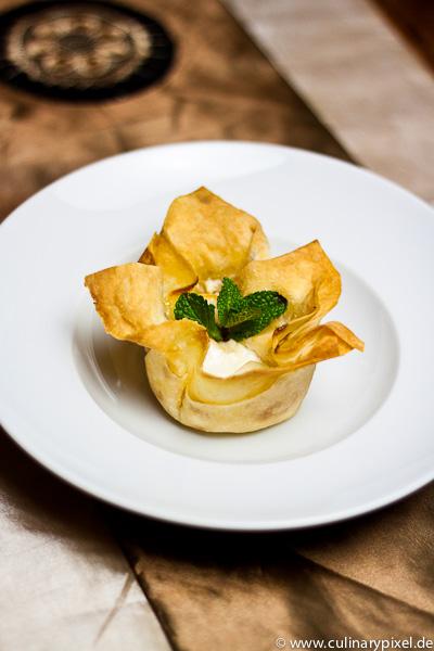 Amaretto im Filoteig-Birnen-Dessert
