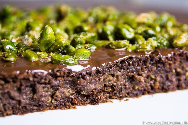 Brownie Schoko Zucchni & Pistazienkrokant