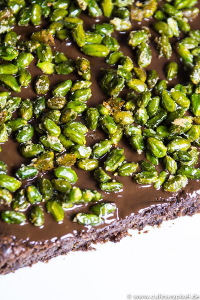 Schoko-Zucchini-Brownies mit Pistazien-Krokant