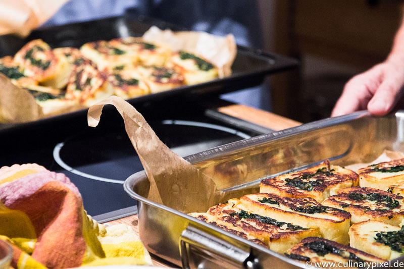 Wickelklösse mit Spinat & Haselnuss-Brösel-Butter Deutschland Vegetarisch