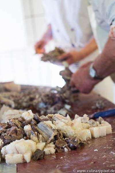 Weiterverarbeitung des gekochten Fleisches