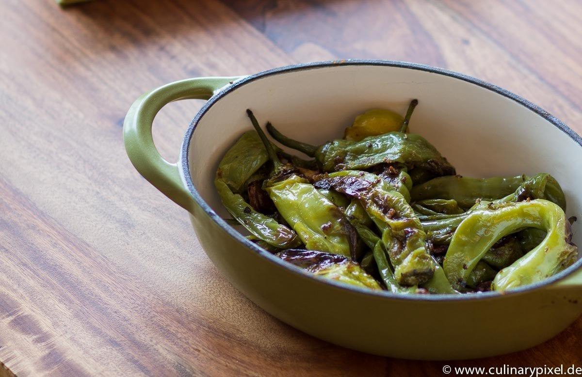 Gebratene kleine Paprika aus Italien vegetarisch