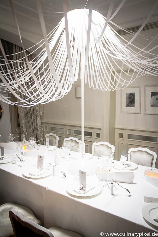 ruinart white room gastiert im restaurant k fer sch nke. Black Bedroom Furniture Sets. Home Design Ideas
