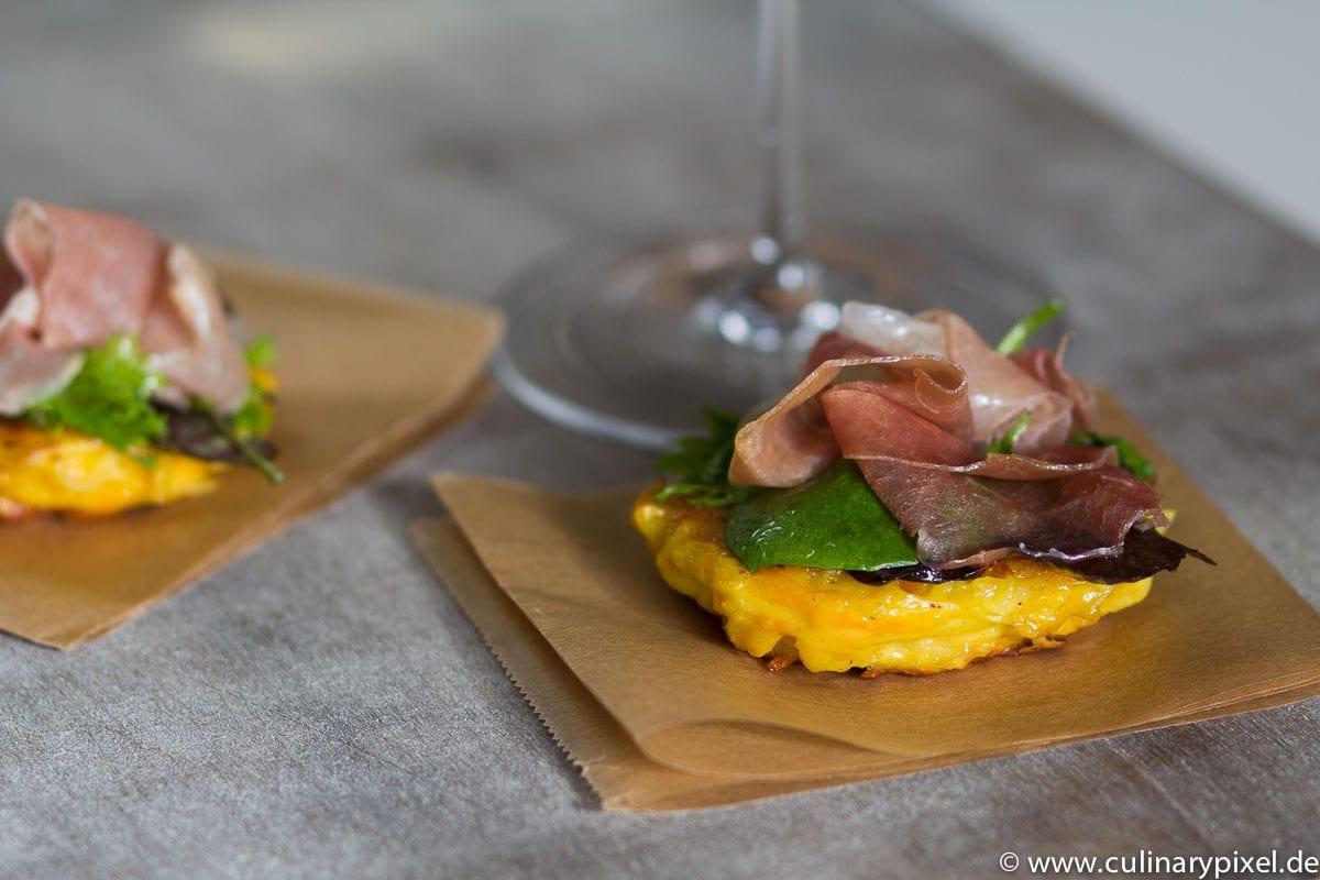 Kürbis-Kartoffel-Puffer mit San Daniele Schinken