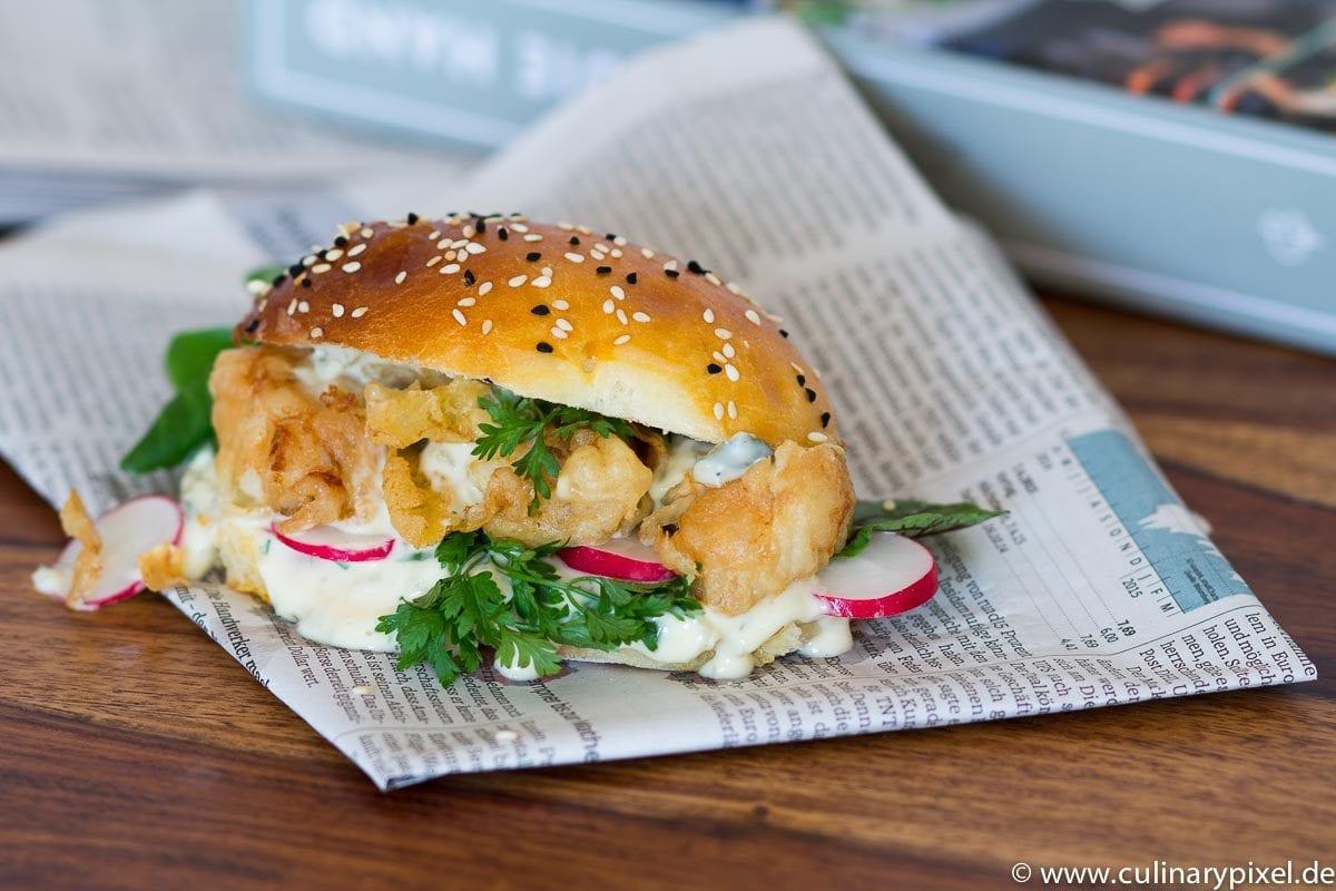 Fisch Burger mit Remouladensauce und Radieschen