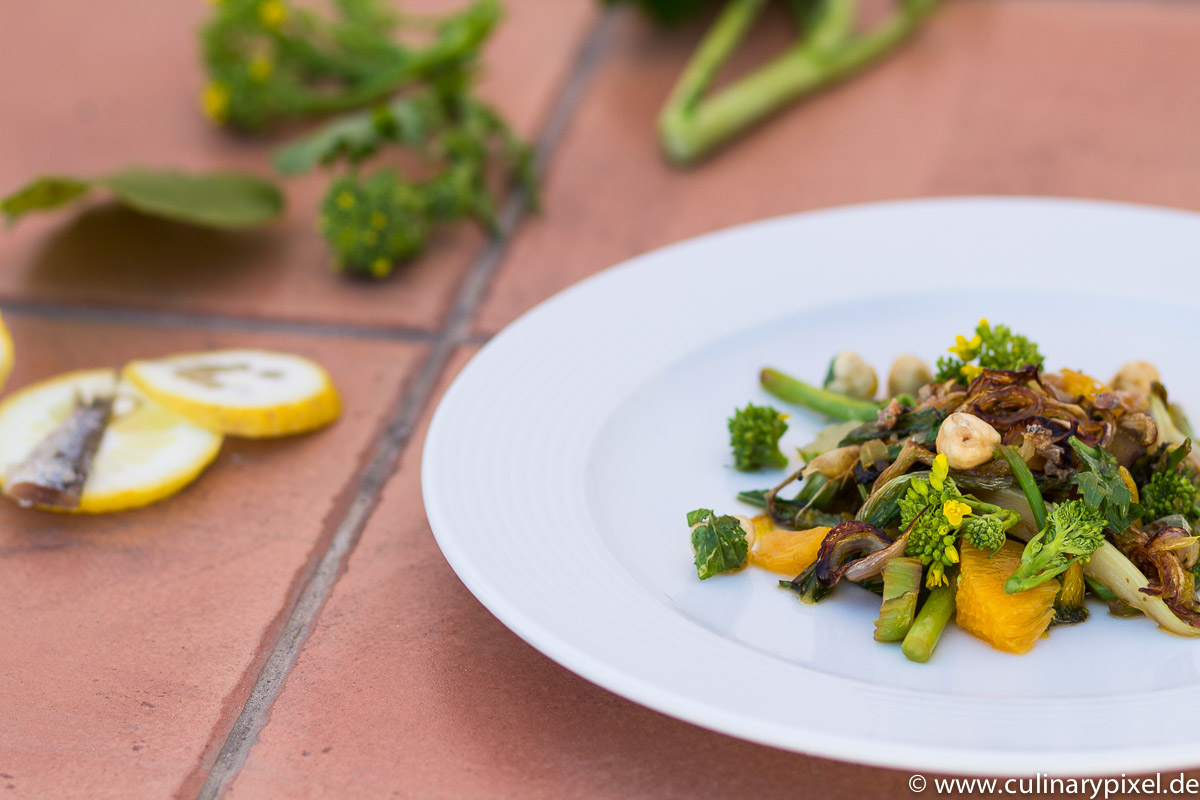 Cime di Rapa Salat mit Orangen und Haselnüssen