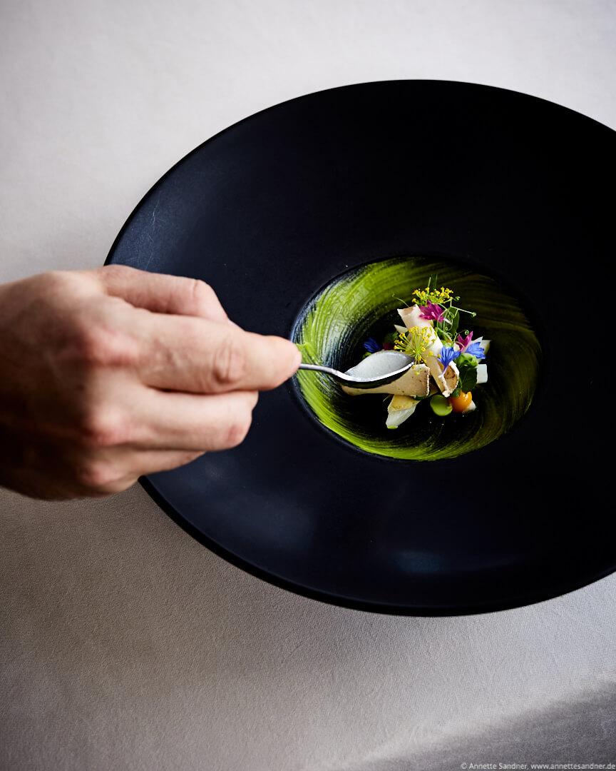 Bruchsaler Spargel Belper Knolle, Eigelb, Erbse - Gourmet Restaurant Olivo, Stuttgart, Anton Gschwendtner