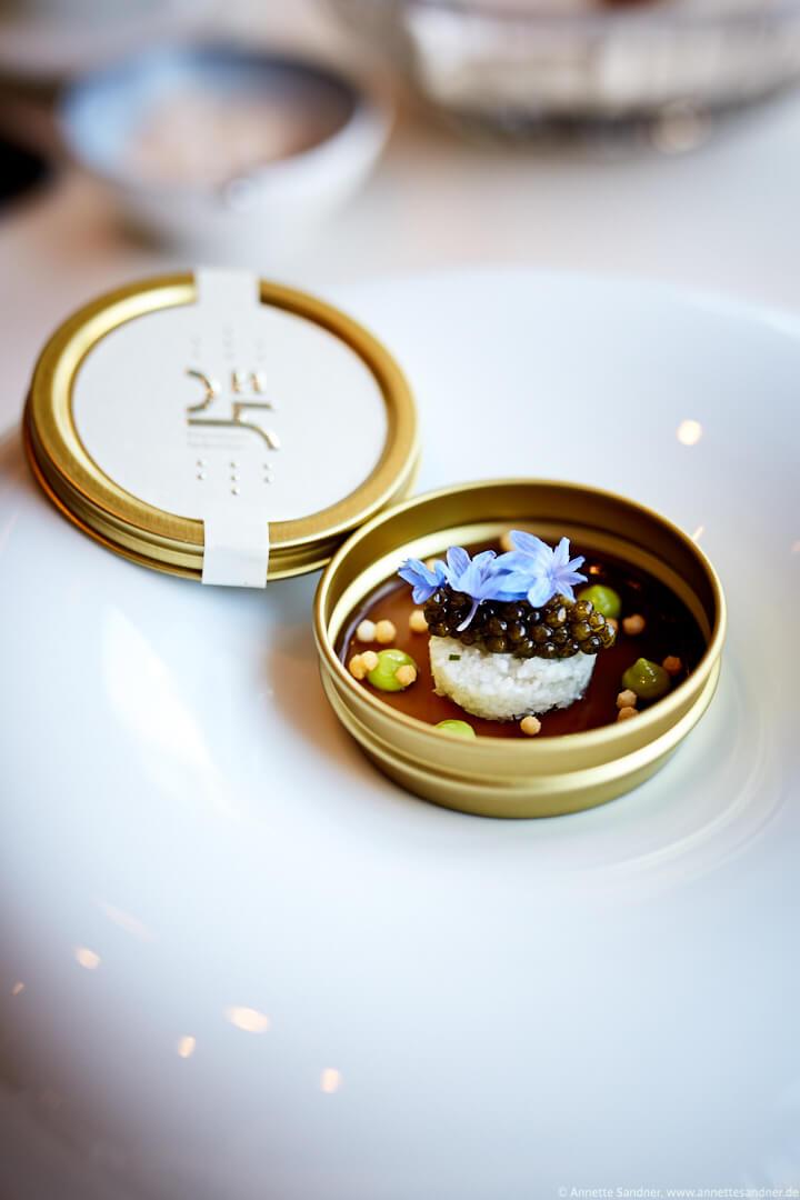 N25 Kaviar Blumenkohl, Schnittlauch, Steinpilz - Gourmet Restaurant Olivo, Stuttgart, Anton Gschwendtner