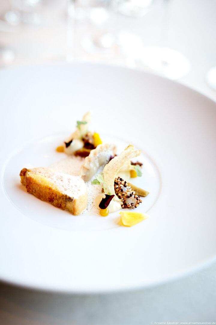 Perlhuhn aus der Bresse Stabmuschel, Artischocke, Sauce Normande, Gourmet Restaurant Olivo, Stuttgart, Anton Gschwendtner