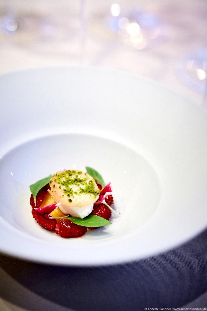 Calpis Erdbeeren, Zitronengras, Verbene, Gourmet Restaurant Olivo, Stuttgart, Anton Gschwendtner