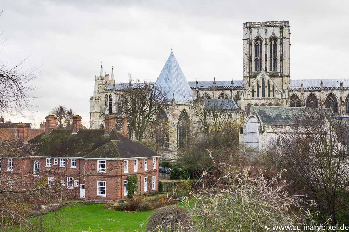 York Minster von der Stadtmauer aus