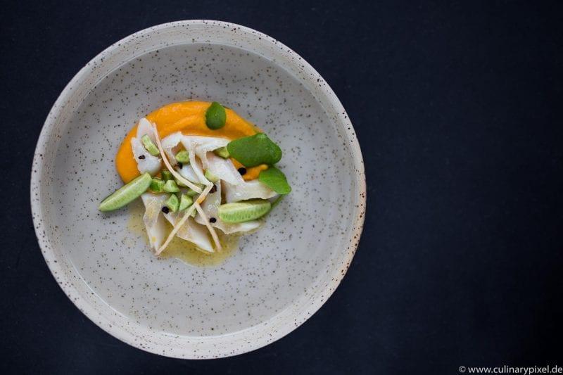 Zander Sous Vide mit Süßkartoffelpüree, Gurken & Ingwer