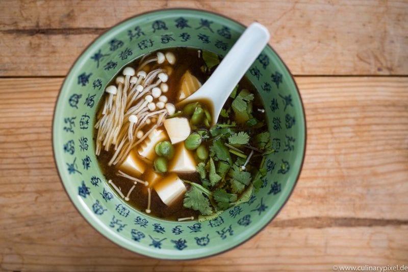 Miso-Suppe mit selbstgemachtem Dashi-Fond