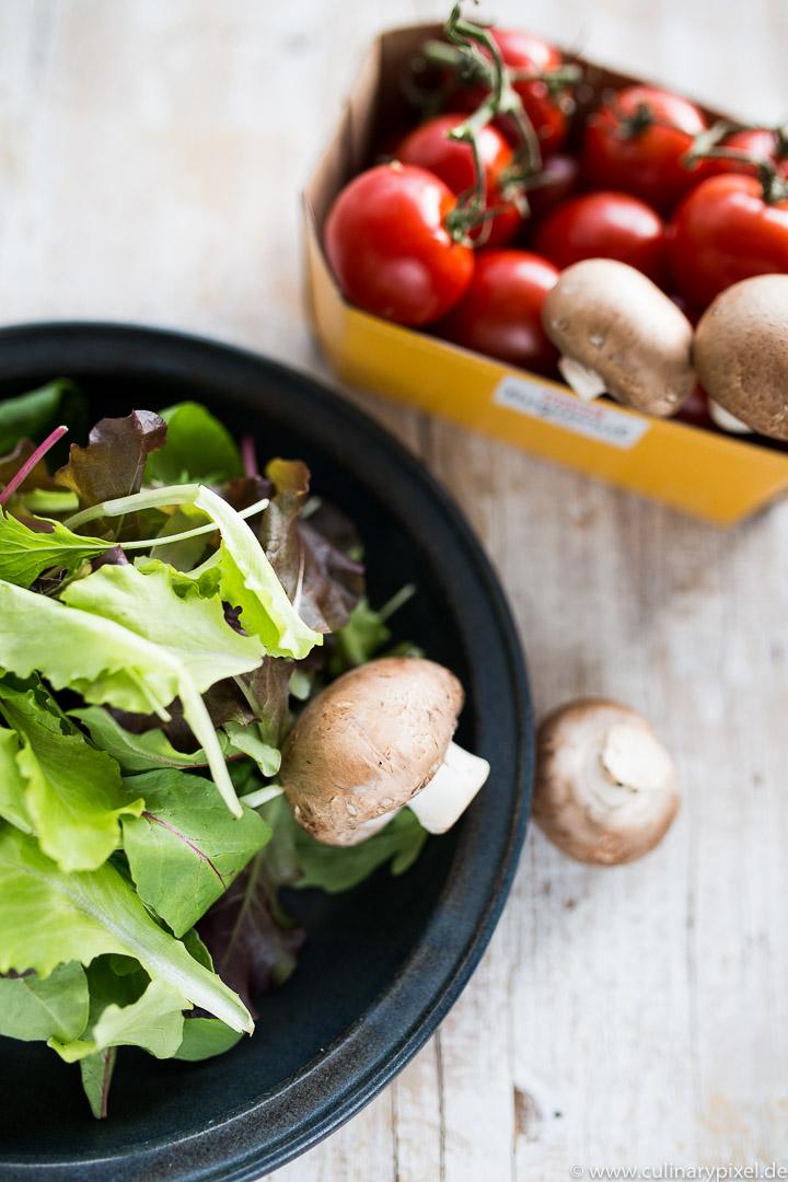 Champignons, Salat und Tomaten