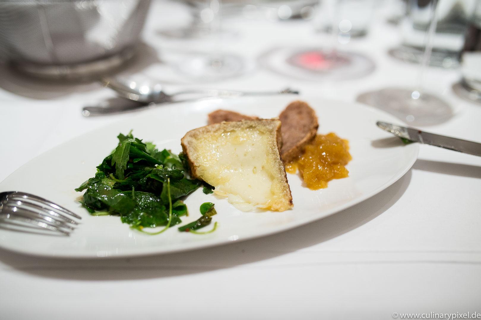 Luna-Käse der Hofkäserei Englhorn mit Heugelée