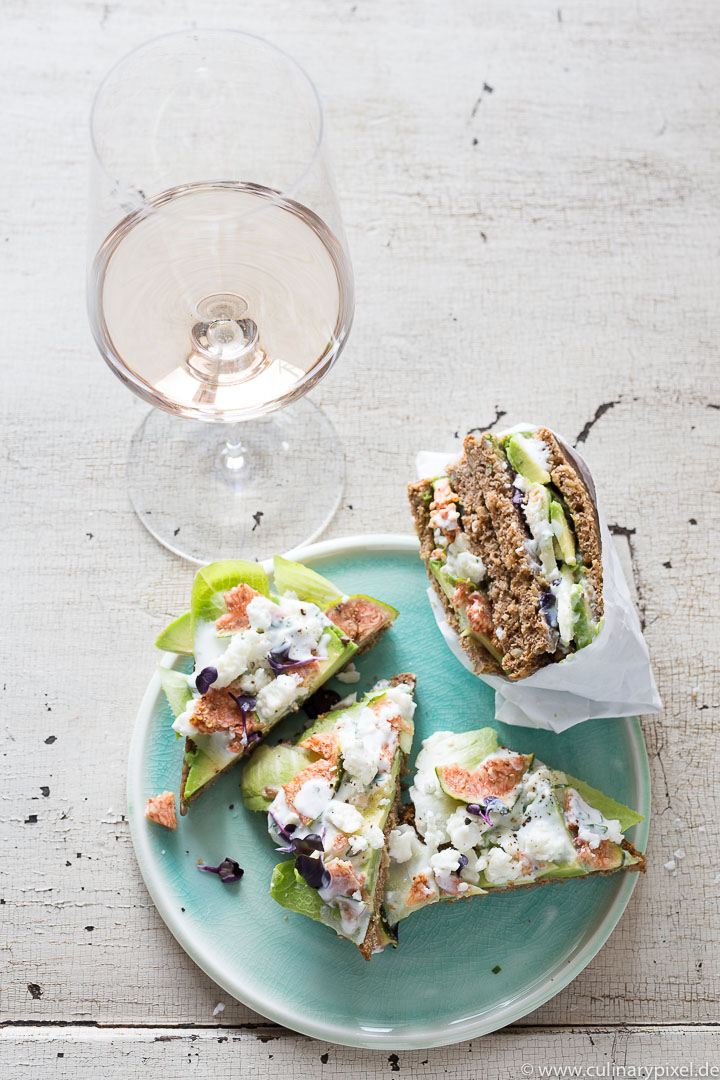 Sandwich mit Feige, Feta und Avocado zur Rosé Dinner Party