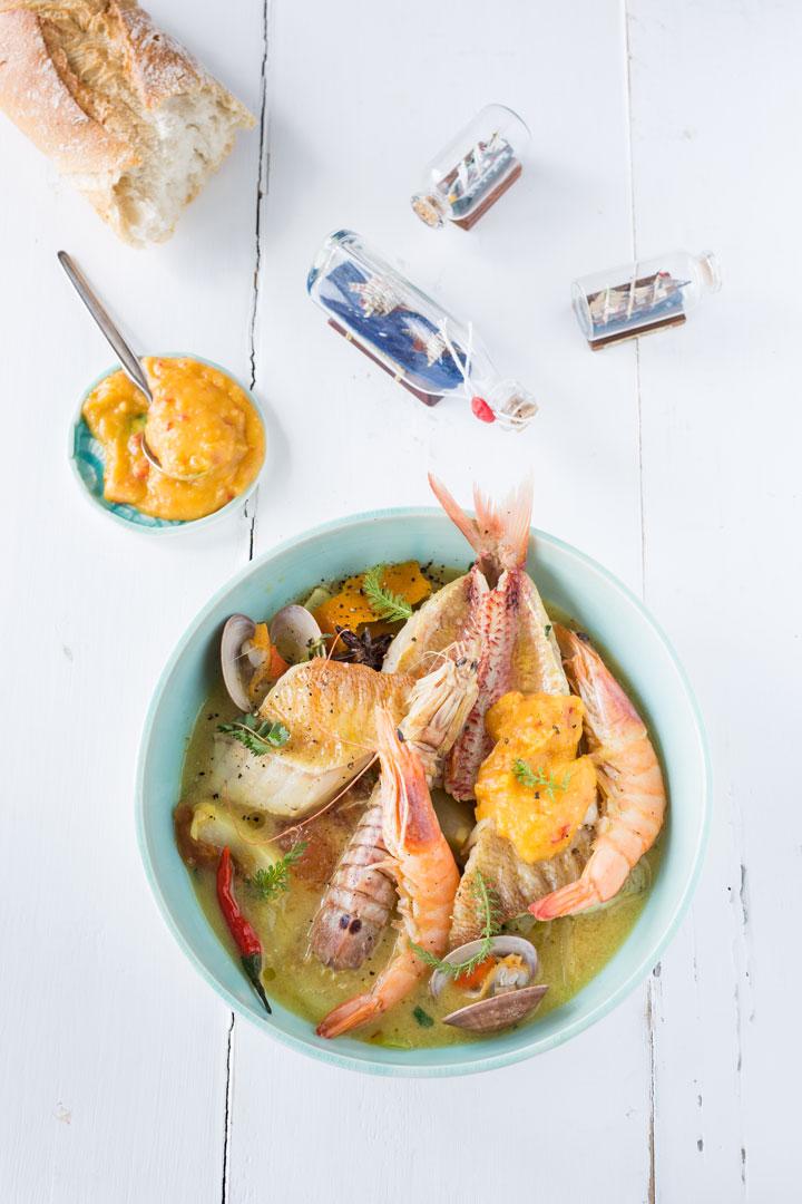 Bouillabaisse: südfranzösische Fischsuppe mit Rouille aus 100 Gerichte, die du gekocht haben musst, bevor du den Löffel abgibst