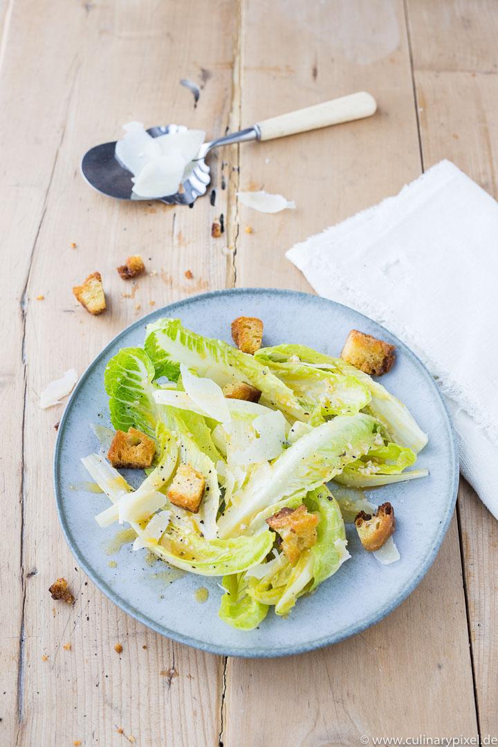 """Ceasar Salad aus """"100 Gerichte, die du gekocht haben musst, bevor du den Löffel abgibst"""""""