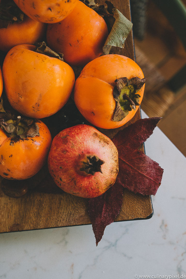 Kakis und Granatapfel