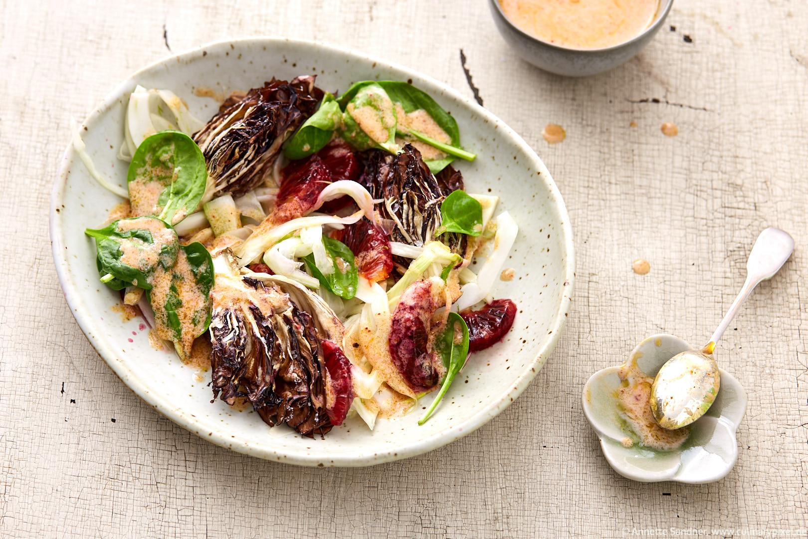 Salat mit geschmortem Radicchio, Blutorange und Paprika-Dressing