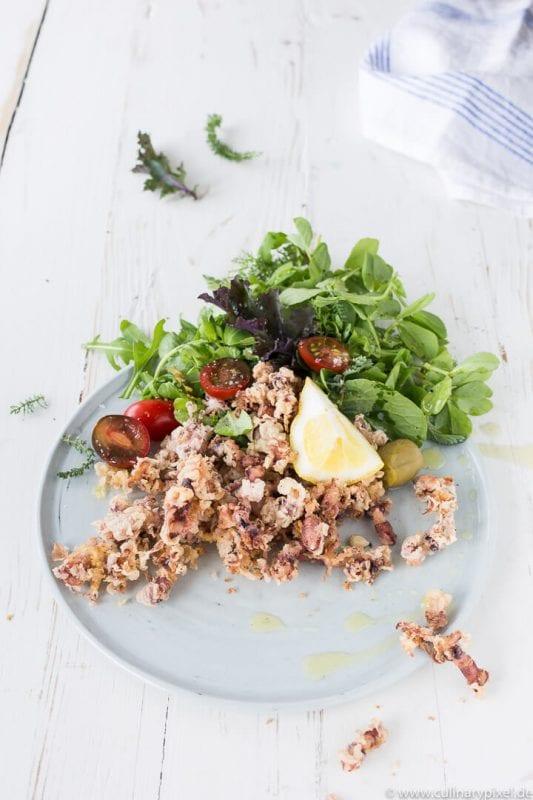 Rezept für gebackene Chipirones mit Salat