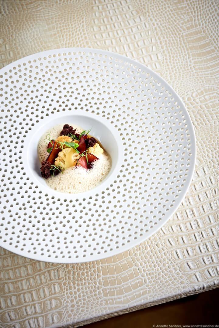 Blumenkohl von den Fildern Pflaume, Vanille, Chicorée, Restaurant Zauberlehrling Stuttgart, Fabian Heldmann