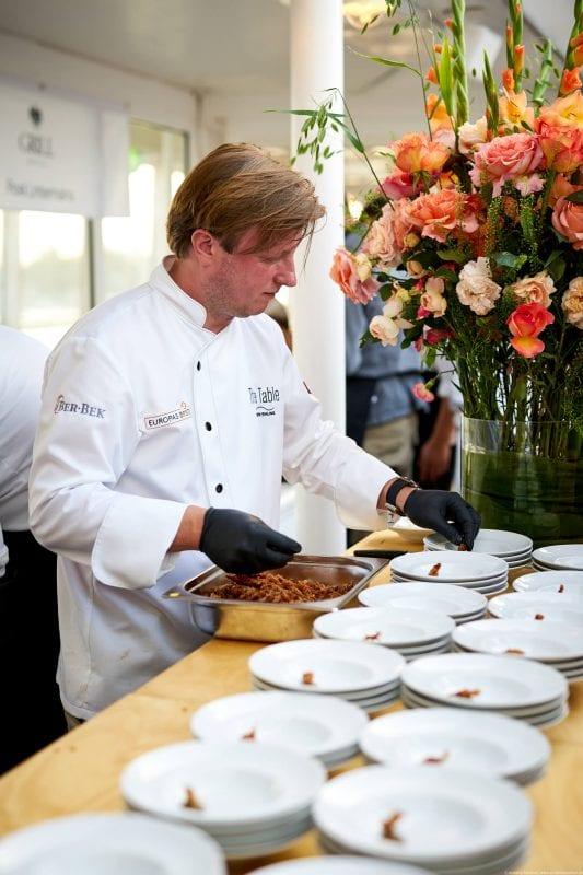 Kevin Fehling, Carabinero mit Aubergine   Olive   Krustenbraten   Chorizo-Hollandaise