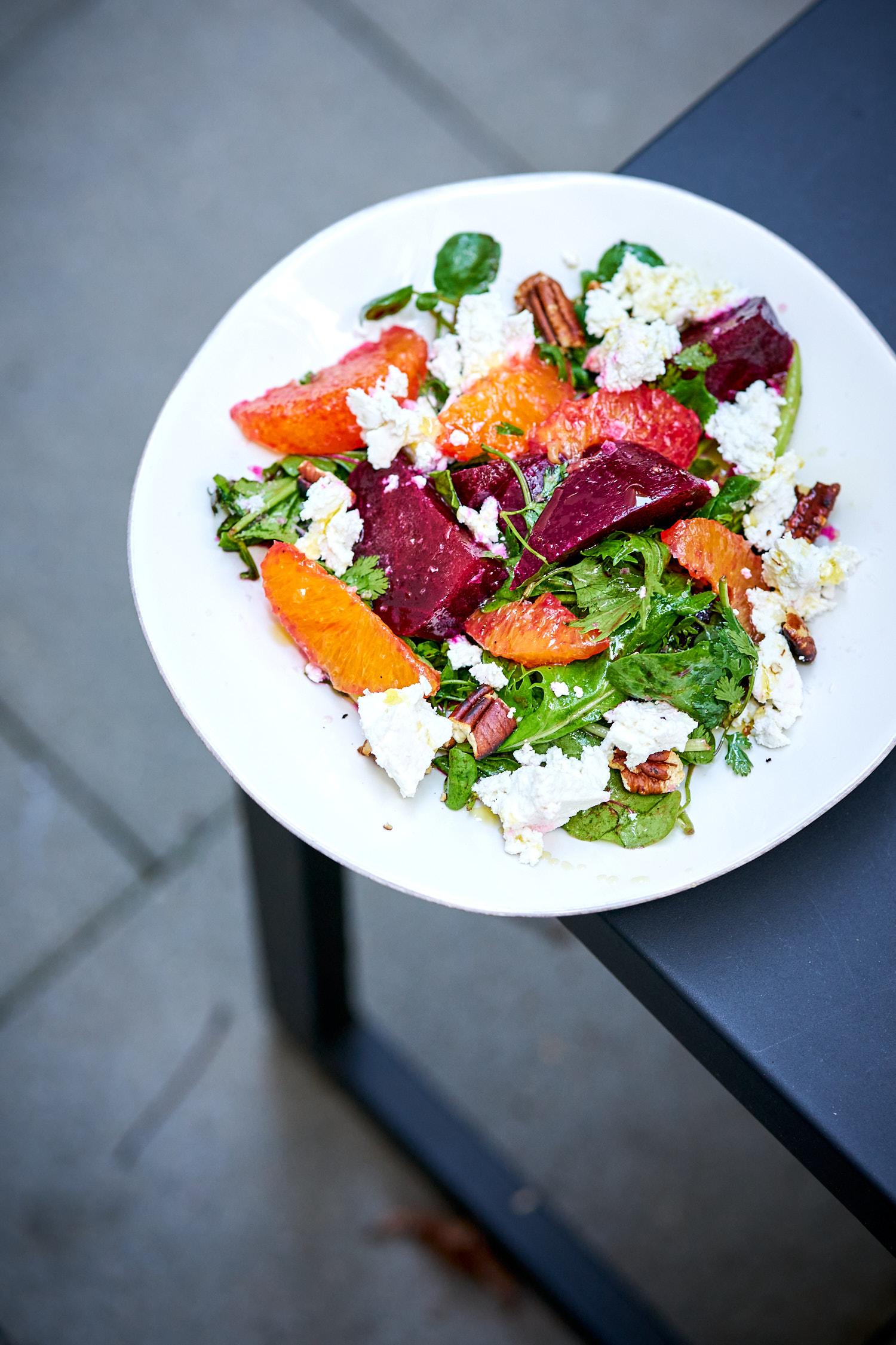 Rote-Bete-Orangen-Salat mit Ricotta und Pekannüssen – sommerlicher Salat