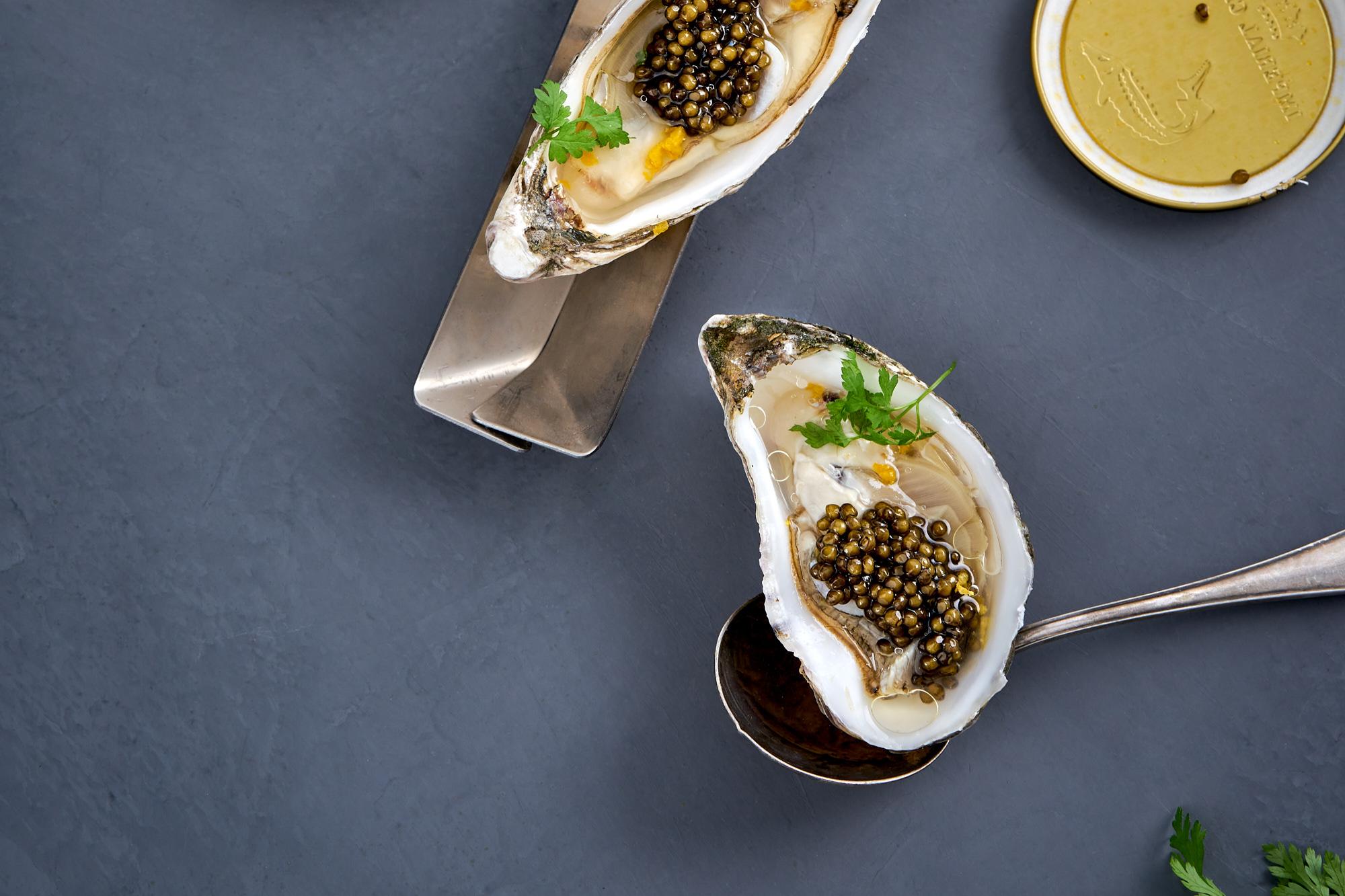 Austern mit Imperial Kaviar, Mandarine & Nelke